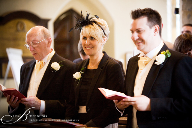 Brides-family-singing-in-Northamtonshire-Church-by-Lisa-B