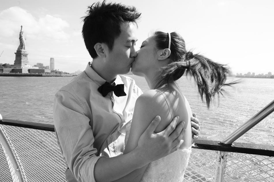 Pre wedding photos in New York at Statue of Liberty