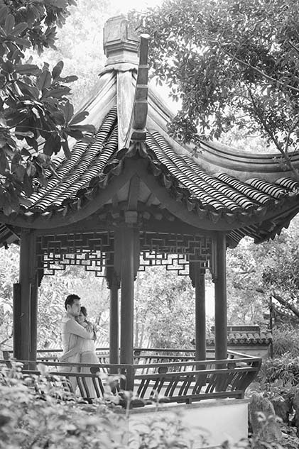 Black and white pre wedding photo